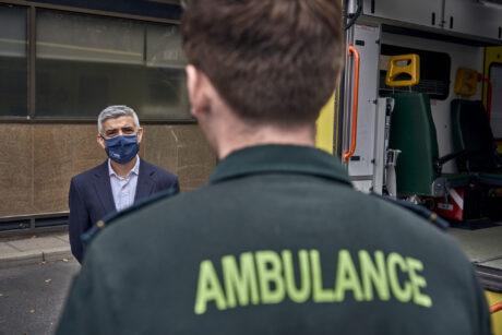 Mayor talking to LAS medic in green uniform who is stood facing him